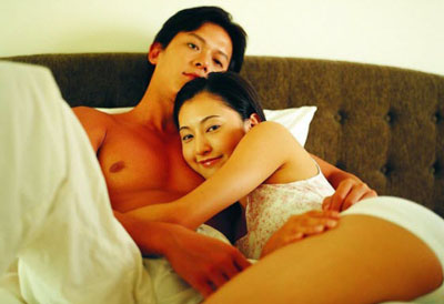 Wat-asian-couple-in-bed-underwear