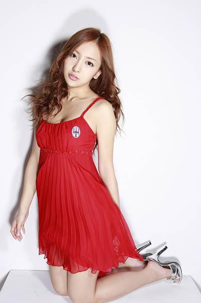 Wat tomomi-itano-red-dress